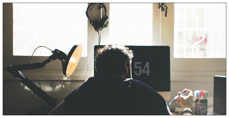 Kun töissä on hiljaista, voi tehdä muutakin kuin roikkua Facebookissa stalkkaamassa exää. Gamble Generation jakaa parhaat vinkit viihdyttävään työpäivään