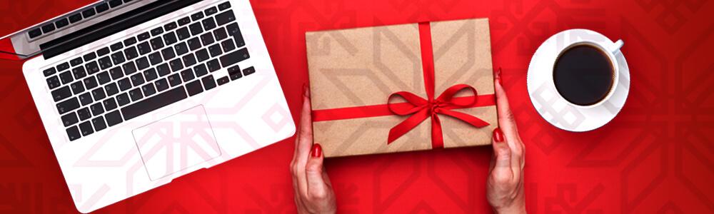 Läppäri, lahjapaketti ja kahvikuppi - lahjoita osa kasinovoitoista