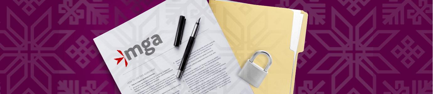 MGA sopimuspaperi, kynä, riippulukko ja asiakirjakansio