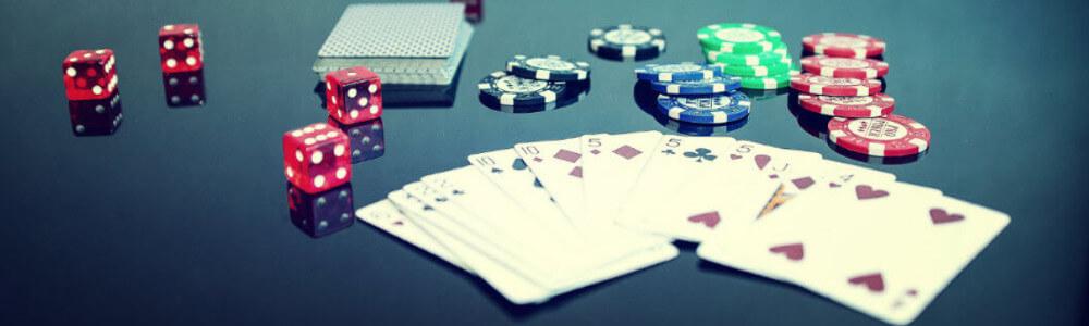 Pelikortteja ja noppia