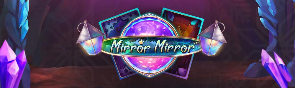2 lyhtyä, kristallipallo, 2 korttia ja teksti Mirror Mirror
